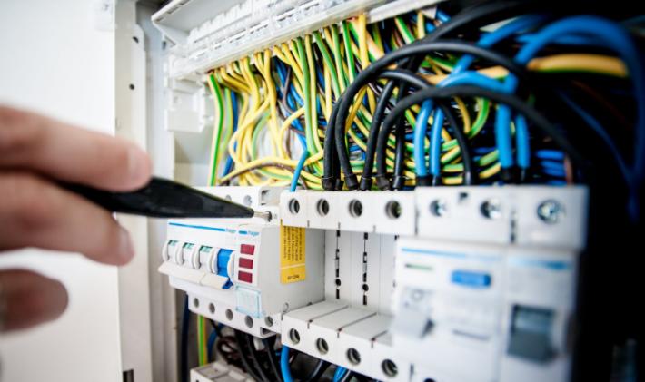 Обучение за придобиване на квалификационна група по електробезопасност в Община Варна